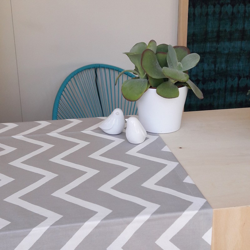 chemin de table chevrons beige. Black Bedroom Furniture Sets. Home Design Ideas