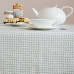 Wipe clean table runner Houndstooth grey/white